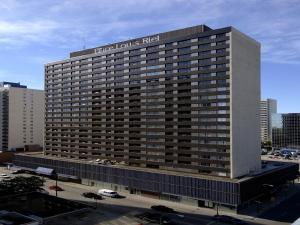 Place Louis Riel Suite Hotel Winnipeg