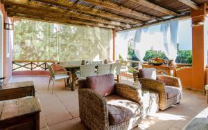مطعم أو مكان آخر لتناول الطعام في Varandas Do Lago Villa