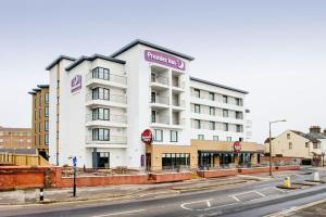 premier inn southend esplanade southend on sea uk. Black Bedroom Furniture Sets. Home Design Ideas
