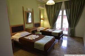 Una cama o camas en una habitación de Irene Apartments