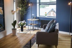 Un lugar para sentarse en Paintworks Apartments