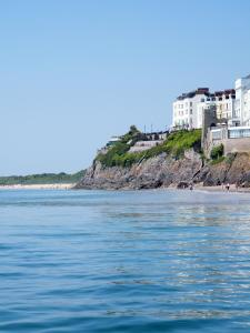 Clarence House Hotel Tenby - Hotel videos, user reviews ... on