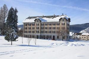http://q-ec.bstatic.com/images/hotel/max300/579/5793879.jpg