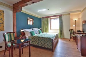 Romantic Hotel Mlyn Karlstejn - Image3