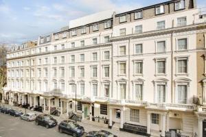 hotels queens park london