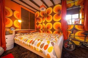 Cama ou camas em um quarto em Trembling Madness Apartments