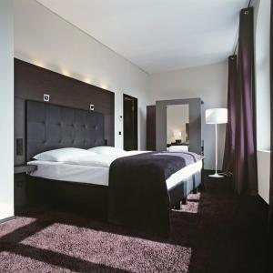 hotel cristall design am dom cologne germany. Black Bedroom Furniture Sets. Home Design Ideas