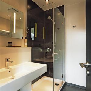 hotel cristall design am dom cologne germany. Black Bedroom Furniture Sets. Home Design Ideas