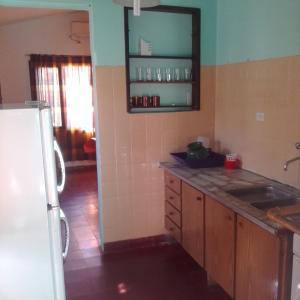 Una cocina o kitchenette en Casa Aguaribay