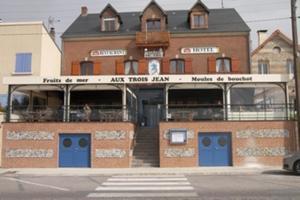 Hotel Restaurant Aux Trois Jean Le Crotoy