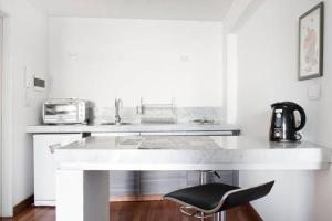 Una cocina o kitchenette en JFK Apartments