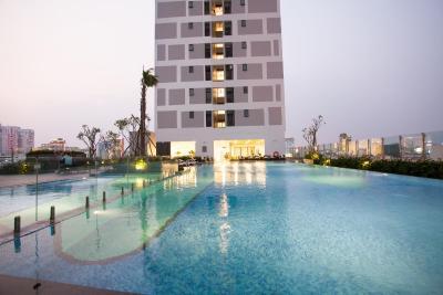 Infinity Pool/GYM Free - Trang's Apt Rivergate