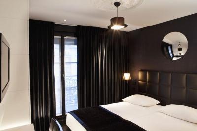 first hotel paris tour eiffel france. Black Bedroom Furniture Sets. Home Design Ideas