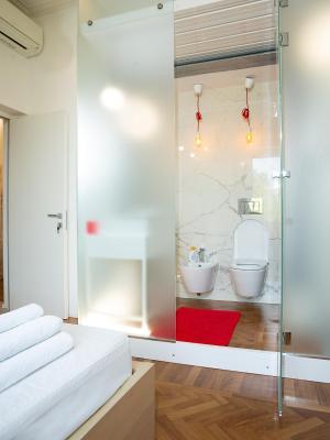 pensi n room in roma isole italia roma. Black Bedroom Furniture Sets. Home Design Ideas