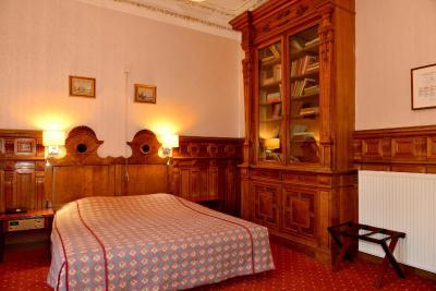 Hotel kasteel geulzicht berg en terblijt netherlands for Slaapkamer berg