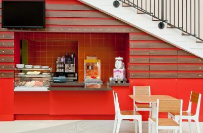 top deals explorers hotel at disney magny le hongre france. Black Bedroom Furniture Sets. Home Design Ideas