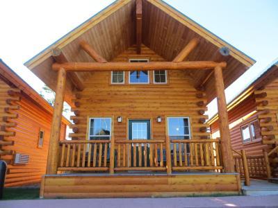 Hotel cabins of mackinaw mackinaw city mi for Cabin rentals mackinaw city
