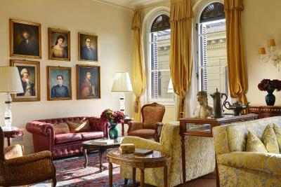 A lounge in the Hotel Pensione Pendini, Florence