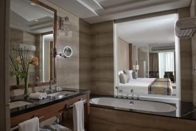 Hotel taj dubai uae for Bathroom design uae
