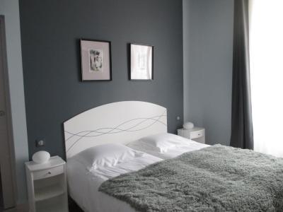 h tel le saint martin sabl sur sarthe france. Black Bedroom Furniture Sets. Home Design Ideas