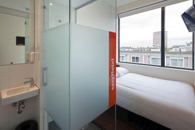 easyhotel amsterdam centre netherlands. Black Bedroom Furniture Sets. Home Design Ideas
