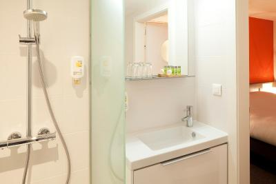 hotel le bugatti molsheim france. Black Bedroom Furniture Sets. Home Design Ideas