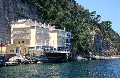 Hotel admiral sorrento italy for Reservation hotel italie