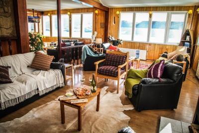 Locanda hosteria pehoe cile torres del paine for Asheville nc cabin vista sulle montagne