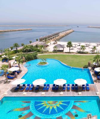 Resort radisson sharjah uae uae - Radisson blu sharjah swimming pool ...