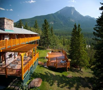 overlander mountain lodge jasper national park entrance. Black Bedroom Furniture Sets. Home Design Ideas
