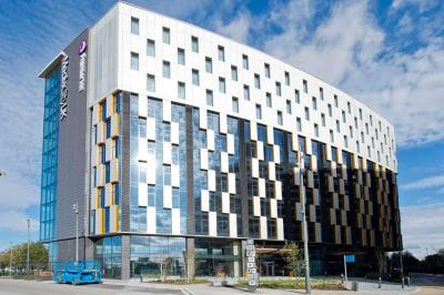With low prices and a top central location, our Premier Inn Leicester City Centre is a great choice for visiting the exciting city. Book rooms from £