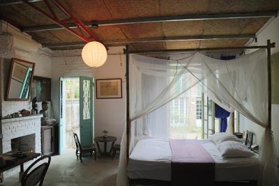 Thai Artist Stilt House - H2H