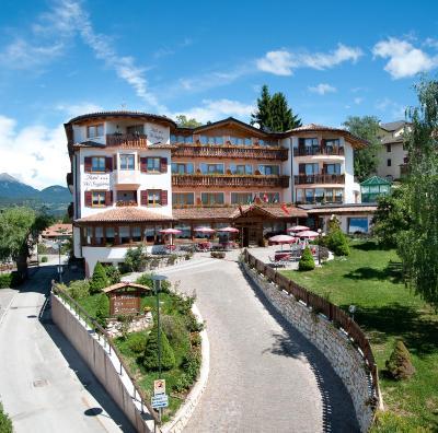 Hotel blumen bel soggiorno malosco italia for Hotel bel soggiorno