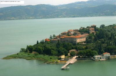 hotel il lago da una nuvola italia monte del lago