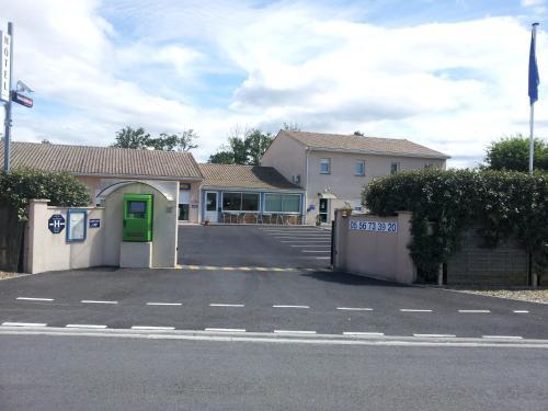 Hotel Pictures: Tour Hôtel, Lesparre-Médoc