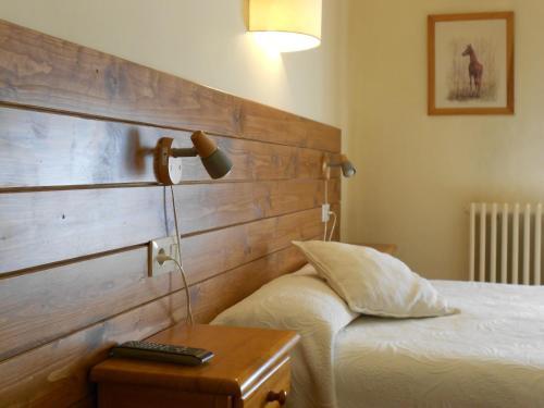 Hotel Pictures: Hostal La Catalana, Sant Llorenc de Morunys