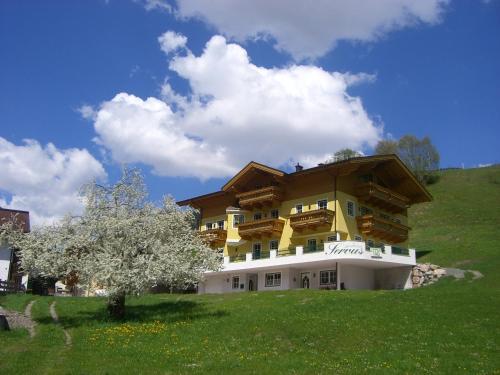 Fotos do Hotel: Landhaus Servus, Viehhofen