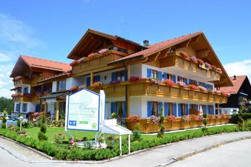 Hotel Pictures: Landhaus Ohnesorg, Nesselwang
