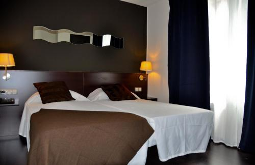 Hotel Pictures: Hostal La Rotonda, Ourense