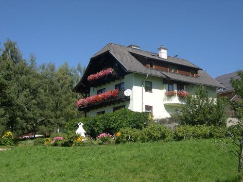 Hotellikuvia: , Mariapfarr