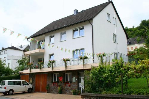 Hotel Pictures: Ferienweingut Hensler, Briedel