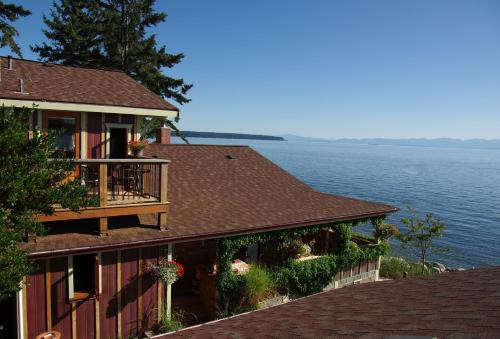 Hotel Pictures: Blitz Beach House, Powell River