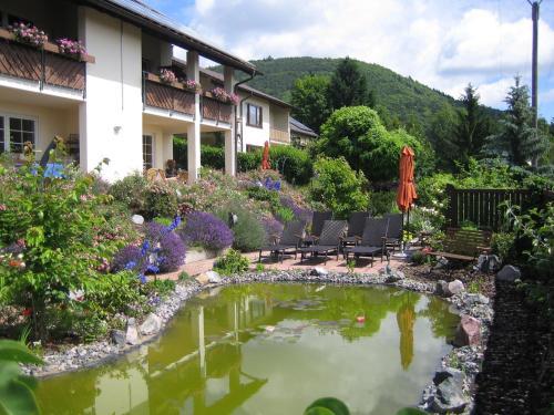 Hotel Pictures: Ferienhaus Traube, Albersweiler