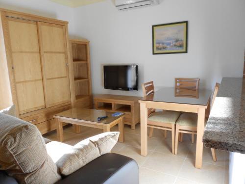 Hotel Pictures: Apartamentos Turísticos Las Yucas, Torre del Mar