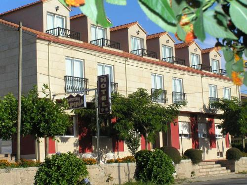 Hotel Pictures: Hotel Alpina, Villanueva de Arosa