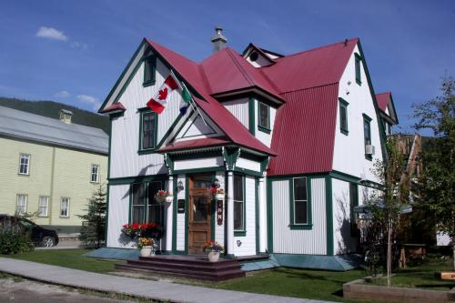 Bombay Peggy's Victorian Inn & Pub