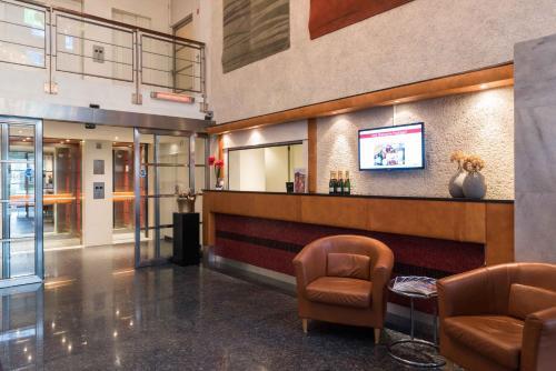 O saguão ou recepção de Htel Serviced Apartments Amsterdam