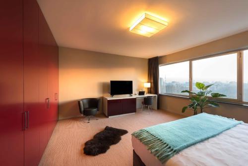 Uma TV ou centro de entretenimento em Htel Serviced Apartments Amsterdam