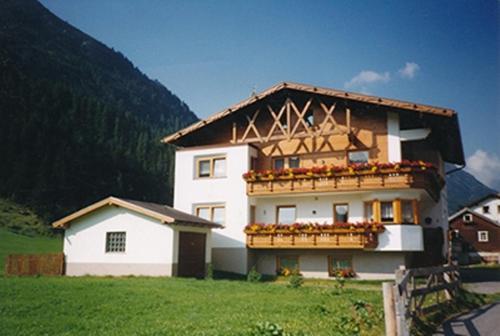 Foto Hotel: Landhaus Tschafein, Galtür