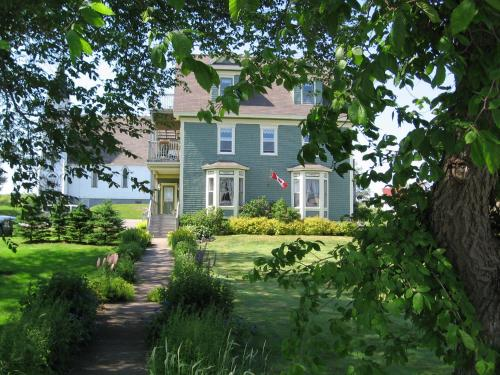 Hotel Pictures: Louisbourg Heritage House, Louisbourg